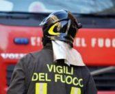 Incendio a Leffe, in fiamme un capannone: ferita una persona